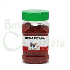 """Naturcid, Ñora Picada, un pimiento de la variedad """"bola"""" de pequeño tamaño, forma redonda y color rojo cuando está madura, que se deja secar al sol."""