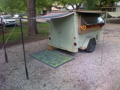 Can't figure out how they did the legs...   Vintage Rat Rod 1955 Micro camper Teeny Tiny House on Wheels