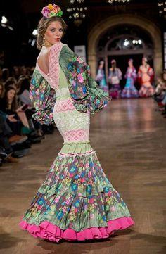 Manuela Macias We Love Flamenco - Foto: Alberto Sualis Flamenco Costume, Flamenco Skirt, Flamenco Dancers, Dance Fashion, Fashion Show, Fashion Dresses, Fashion Art, Beautiful Dresses, Nice Dresses