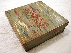 Box with polychrome technique baroque patina from Minas Gerais aged and with . Art Furniture, Painted Furniture, Paisley Art, Magic Box, Altered Boxes, Paint Effects, Painted Boxes, Annie Sloan Chalk Paint, Decoupage Paper