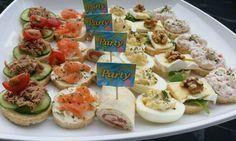 Recepten voor 6 verschillende makkelijke party hapjes / toastjes. Dit was voor een verjaardag. Hiervoor heb je 3 rollen party brood (AH) nodig. Het is niet altijd verkrijgbaar bij de AH, maar je kan 1 stokbrood laten snijden !