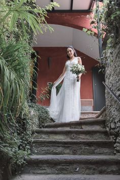 Dress Wedding, Wedding Pictures, Lace Dress, Empire, Villa, Stairs, Bohemian, Poses, Bride