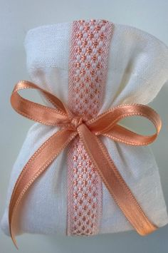 Peach and white linen ....chic favour bag!