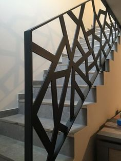 Garde corps contemporain (modèle Bavière) Thermolaquage RAL 7016FS Made by Devonin Ferronnerie Modern Staircase Railing, Modern Stair Railing, Balcony Railing Design, Staircase Remodel, Modern Stairs, Staircase Design, Interior Door Trim, Interior Railings, Grill Door Design