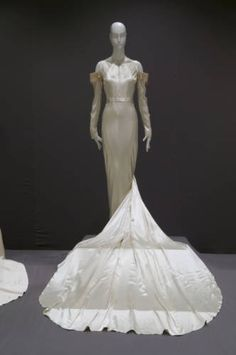 Dress :: Museum Collection
