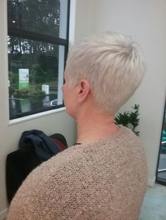 Such a clean ice blonde - short pixie cut Short Pixie, Pixie Cut, Ice Blonde, Chair, Pixie Buzz Cut, Icy Blonde, Pixie Haircut, Stool, Chairs