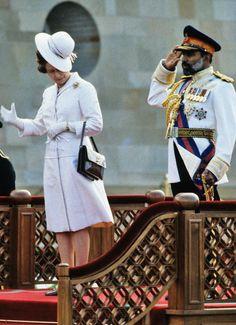 Queen Elizabeth II on a diplomatic trip to Oman in 1979. - Cosmopolitan.com