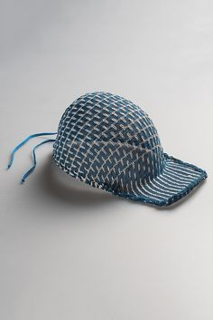 Woven hat constructed without glue or sewing - by Pauline Bailay and Hugo Poirier Design Studio, Textile Design, Product Design, Textiles, Hat, Sewing, Products, Objects, Chip Hat