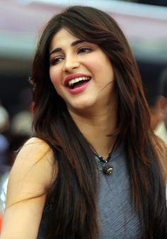 shruti-hassan-cute Smile