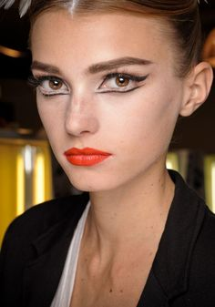 Wow. The collar bones and the make up on this chic chick makes her look somewhat like the black swan. | http://cosmeticschannel.blogspot.com