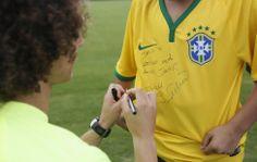 David Luiz e torcedor mirim Daniel Jr - Seleção Brasileira