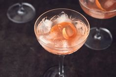 Pink-Grapefruit-Drink - Rezepte | fooby.ch Grand Marnier, Pink Grapefruit, Alcoholic Drinks, Tableware, Pink, Vegan, Mixed Drinks Alcohol, Juice, Mixed Alcoholic Drinks