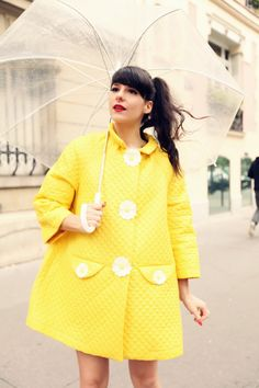 Curvy fashion: retro yellow quilted coat with umbrella