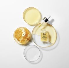 Dr Ceuracle Royal Vita Propolis 33 Ampoule is a cult-favourite K-Beauty serum for creating an instant glow! The brand was formerly known as LJH. Beauty Shoot, K Beauty, Beauty Care, Propolis, Piel Natural, Dull Skin, Glowy Skin, Even Out Skin Tone, Lavender Oil