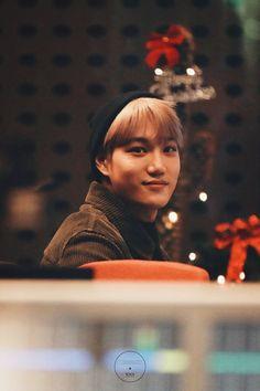 uwu my heart is crying he's a baby Shinee, Taemin, Baekhyun Chanyeol, Kpop Exo, Exo K, Sekai Exo, Kim Kai, Luhan And Kris, Rapper