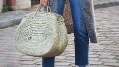 Resultado de imagen para look capazo redondo Straw Bag, Crochet, Bags, Fashion, Make A Purse, How To Make Bags, Crochet Bags, Handbags, Moda