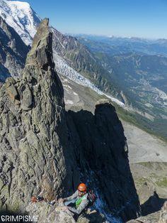 Arête des Papillons avec sortie à l'Aiguille du Peigne, le bonheur de l'alpinisme et du granit en baskets. #grimpisme #trad #granit #chamonix #montblanc #BOREAL #bealropes #chillaz http://www.escalade.pro/news/arete-papillons-voie-normale-peigne/