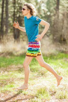 Trate de correr en un par de shorts de crochet... algunas personas lo adoran! Ideal para correr, caminar, bailar o apenas usando todos los días! Este listado es para Shorts muy cortos, cortos de la longitud de la rodilla ver mi listado de pantalones largos!!!!!!  Estos pantalones están hechos de mantas afganos vintage reciclado!!!! Tenga en cuenta hacer éstos de materiales reciclados y no todos los esquemas de color están disponibles en todo momento!! Cada uno es una creación única…