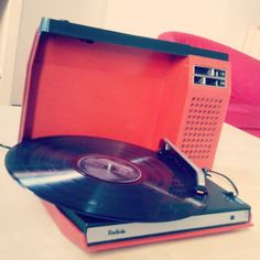 Tourne-disques-vintage-Radiola-rouge
