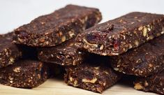 6 of the Best Uses for Cacao Nibs Raw Vegan Recipes, Organic Recipes, Cooking Recipes, Superfood, Healthy Sweets, Healthy Snacks, Best Tasting Protein Bars, Nutrition Bars, Cacao Nibs