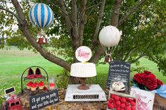 the balloons for Vintage Wizard Of Oz Party! - Kara's Party Ideas - The Place for All Things Party Judy Garland, Birthday Party Themes, Girl Birthday, Birthday Ideas, Wizard Of Oz Characters, Over The Rainbow, Holiday Parties, Kid Parties, Theme Parties