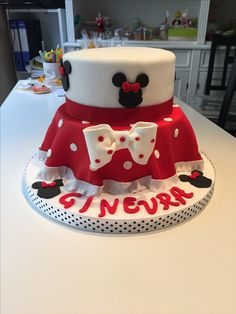 Minnie Mouse red version cake
