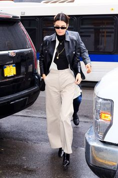 Kendall Jenner in Dickie's work pants Kendall Jenner Outfits, Kendall Jenner Mode, Modell Street-style, Latest Outfits, Fashion Outfits, Fashion Trends, Kendalll Jenner, Dickie Work Pants, Workwear Brands