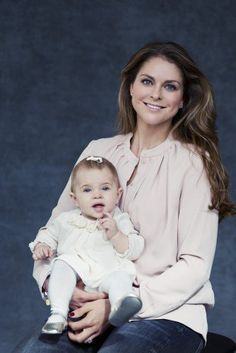It's not even a year ago since Princess Madeleine gave birth to her and Christopher O'Neill's first child, Princess Leonore. No one had dared to guess that Princess Madeleine would get pregnant again so soon thereafter, but so she did. Here she is with Princess Leonore in an official photo from October 24th.