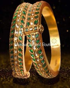 Gold Jewelry Design In India Plain Gold Bangles, Gold Bangles Design, Silver Bangle Bracelets, Gold Jewellery Design, Resin Jewellery, Gold Necklaces, Pearl Necklace, Mens Gold Jewelry, Emerald Jewelry