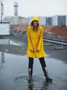 Yellow Coat, Yellow Raincoat, Wellies Rain Boots, Rainy Day Fashion, Hooded Cloak, Rain Gear, Wellington Boot, Business Outfits, Black And Grey
