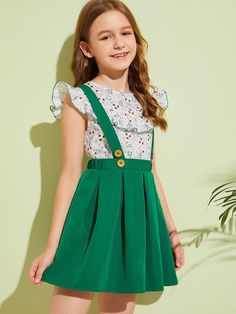 To find out about the Girls Ruffle Ditsy Floral Top & Pleated Pinafore Skirt Set at SHEIN, part of our latest Girls Two-piece Outfits ready to shop online today! Young Fashion, Tween Fashion, Fashion Outfits, Baby Girl Dress Patterns, Baby Dress, T Shirt Sewing Pattern, Kids Outfits, Cute Outfits, Floral Tops