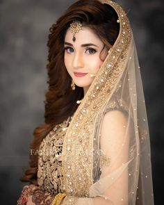 What a look❤💋 Pakistani Bridal Hairstyles, Pakistani Bridal Makeup, Bridal Mehndi Dresses, Bridal Dress Design, Pakistani Wedding Dresses, Bridal Outfits, Bridal Lehenga, Indian Bridal, Beautiful Bridal Makeup