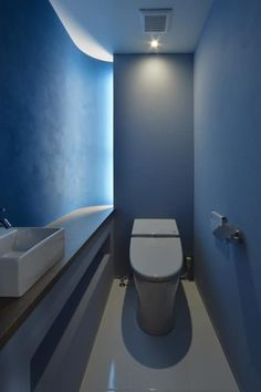modern Bathroom by Nobuyoshi Hayashi Ideal Bathrooms, Modern Bathroom, Bathroom Toilets, Washroom, King Size Bed Dimensions, Double Bed Size, Guest Toilet, Toilet Room, Natural Interior