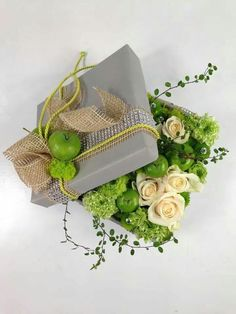 Flower gift box wrapping