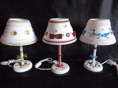 abajur decorado em meia perolas e lantejolas.....chatons    com passas fitas....aceito encomenda.... WhatsAap..041 98617571