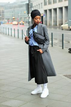 STREET STYLE LOOK: OVERSIZED COAT, WIDE PANTS, AIR FORCE 1