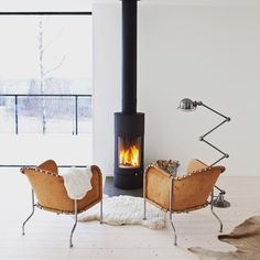 A tiny fireplace in the middle of an all-white living room. Animal furs, wide slat white wood floors - I'm in love. Home Fireplace, Fireplace Design, Small Fireplace, Fireplace Ideas, Stil Inspiration, Interior Inspiration, Interior Ideas, Scandinavian Fireplace, Scandinavian Living