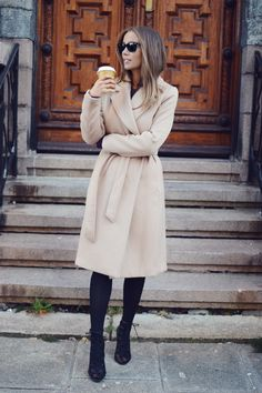 """justthedesign: """" Emilie Tømmerberg rocks the robe coat trend, paring this cream coat with funky heels and black tights. Coat: H&M. Outfits Otoño, Cardigan Outfits, Casual Fall Outfits, Fall Winter Outfits, Autumn Winter Fashion, Winter Style, Look Office, Wrap Coat, Belted Coat"""