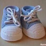 Converse bebek ve çocuk patiği modelleri (videolu anlatım) « orgu evim,bebek… - ropa, vacaciones y más Baby Booties Knitting Pattern, Baby Shoes Pattern, Baby Knitting Patterns, Knit Baby Booties, Knitting Hats, Knitting Designs, Crochet Baby Sandals, Crochet Shoes, Baby Boy Shoes