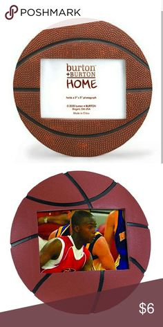 """NEW Basketball Photo Picture Frame Ideal photo frame for sports lover or team photo.   Frame is made of hand-painted, poly resin Holds one 6x4 """" inch photo Entire frame measures 7-inches in diameter Stand on the back for table-top display Other"""