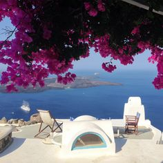 Good morning from our generously sunny 🌞 Greece, with its lovely sea, blossoms 🌸 and of course Wish all of you could visit it one day! Greece Photography, Candid Photography, Santorini Wedding, Greece Wedding, Santorini Greece, Mykonos, Wedding Blessing, Greece Hotels, Greece Holiday