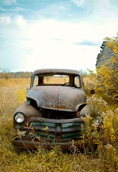 Rusty Chevrolet. Source Facebook.com Old Pickup Trucks, Farm Trucks, Chevrolet Trucks, Gmc Trucks, Abandoned Cars, Abandoned Places, Rusty Cars, Classic Trucks, Classic Cars