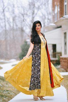 Zunera Mazhar with Embellished by Sadaf Amir Velvet Metallic work gown and yellow lehenga dress Yellow Lehenga, Beautiful Outfits, Desi, Velvet, Saree, Asian, Gowns, Metallic, Dresses