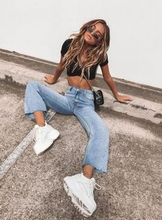Cece Hammer Baggy Jeans Vintage Blue - US 2 / Vintage Blue - Cece Hammer Baggy Jeans Vintage Blue – Princess Polly Source by tialouisefrith - Leggings Outfit Fall, Yoga Pants Outfit, Overalls Outfit, Gym Leggings, Cute Legging Outfits, Denim Outfits, Light Jeans Outfit, Fishnet Leggings, Insta Outfits