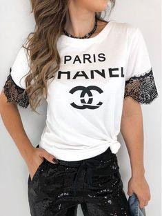 T-shirt Paris Chanel Chanel Shirt, Luxury Fashion, Womens Fashion, Diy Shirt, Cute Tops, Shirt Outfit, Shirt Style, Ideias Fashion, Boutique