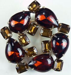 Vintage Dark Amber Color Prong-Set Glass Circle Pin w Light Amber Accent Stones