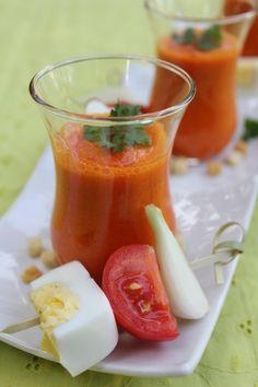 """750g vous propose la recette """"Gaspacho de poivrons rouges et son sorbet tomates/basilic/huile d'olive"""" notée 4.7/5 par 3 votants."""