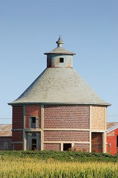 Nebraska Round Barn, Granary.
