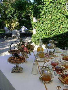 Petit déjeuner en terrasse Ribérac Dordogne