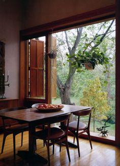 Dining Room. Louis Kahn's Fisher House (Hatboro, Pennsylvania) #interiors #green #plants